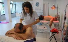 Sesenta costaleros reciben asistencia del Colegio de Fisioterapeutas
