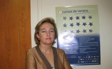 Charla en Cáceres de Teresa Terrón sobre la creación de la red de Paradores