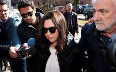 Puigdemont recibe la visita de su esposa en la cárcel