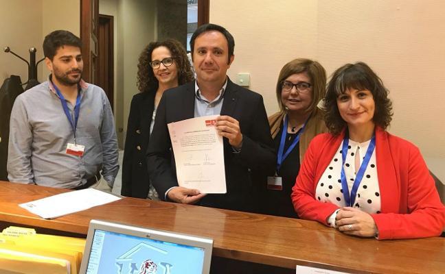 La Diputación y el PSOE apoyan la oficina permanente del DNI en Navalmoral