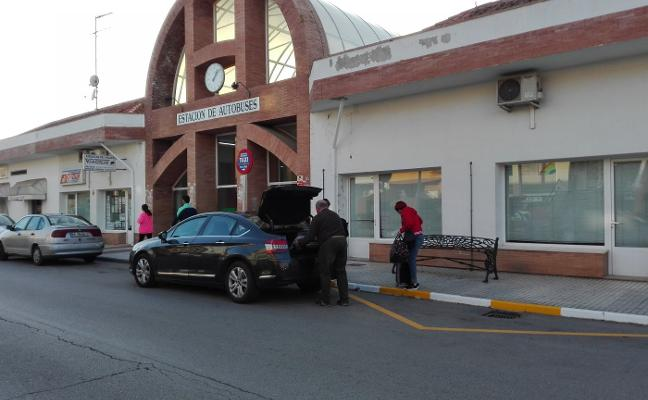 Tres plazas para taxis en la estación de Almendralejo