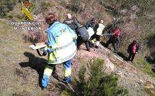 La Guardia Civil rescata a un senderista herido en un barranco de Las Hurdes