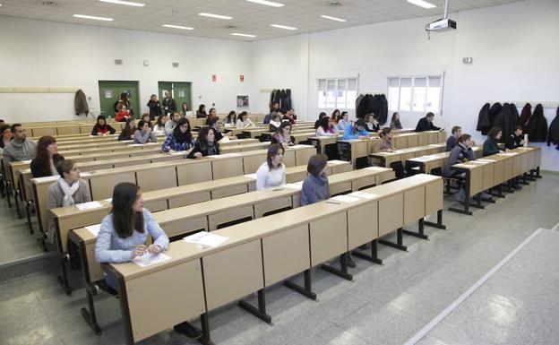 Examen de oposición para entrar en el SES/