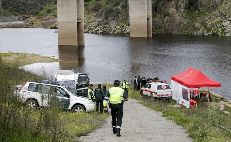 Búsqueda de la Guardia Civil en el río Almonte tras caer un coche al agua