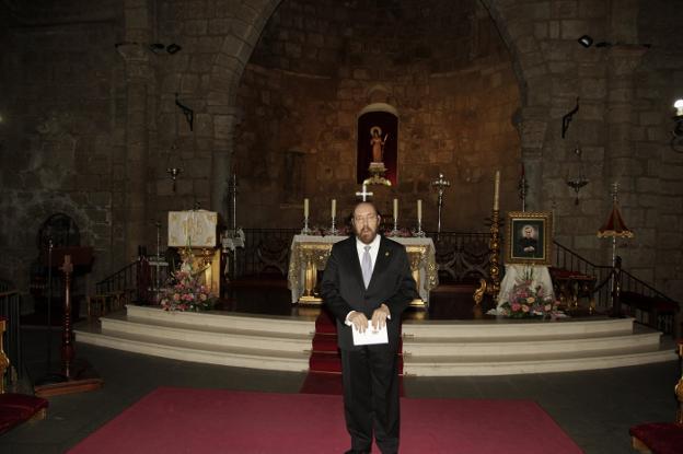 Miguel del Barco, ayer en la basílica de Santa Eulalia. :: J. M. Romero/