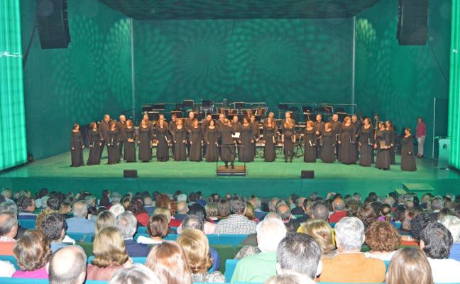Cinco agrupaciones actúan en el I Certamen Nacional de Música Coral de Villanueva