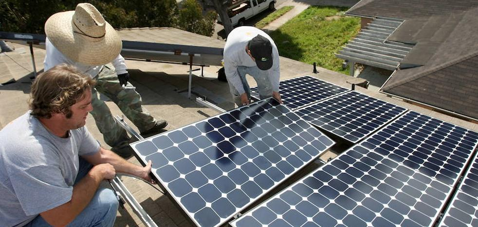 La Junta dará ayudas para instalar placas fotovoltaicas en comunidades