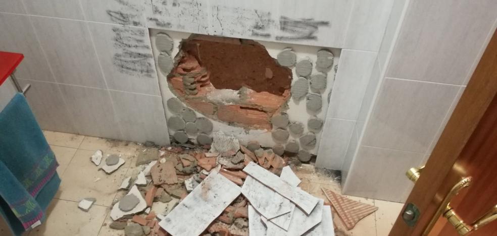 Investigan un robo con butrón cometido en una oficina de Valdepasillas, en Badajoz