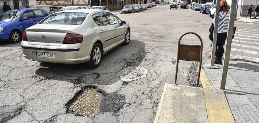 El Ayuntamiento defiende que invertirá un millón de euros en 4 años en eliminar baches