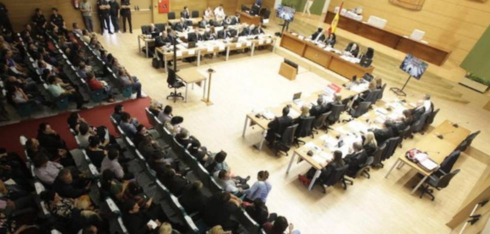 Todos los abogados de los 117 acusados de blanqueo piden su libre absolución