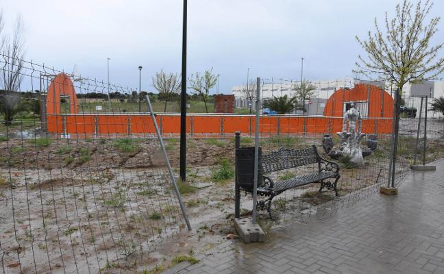 El parque deportivo del Cerro Gordo se convierte en un barrizal antes de ser estrenado