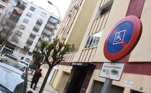 El TSJEx reconoce el derecho de los discapacitados a tener aparcamientos a su nombre