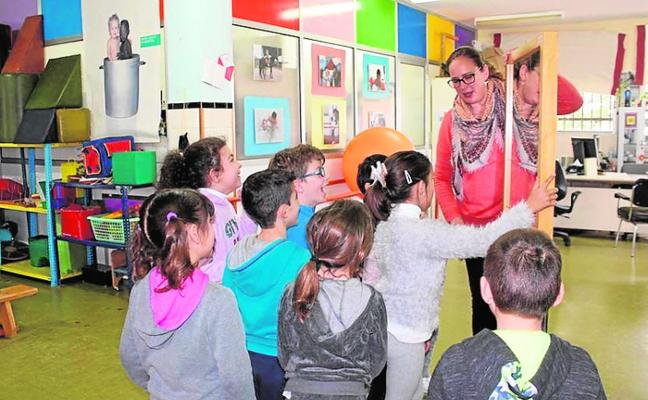 El Santiago visita el 'cole' de Inclusives