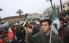 Varios miles de personas piden en Mérida respeto para la caza