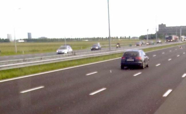 Circular sin motivo por el carril izquierdo en una vía de doble calzada se multa con 200 euros