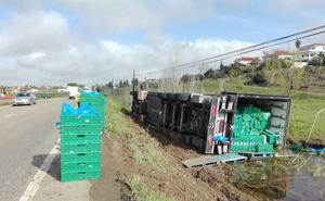 Un accidente obliga a cortar más de dos horas la EX-300, cerca de Almendralejo
