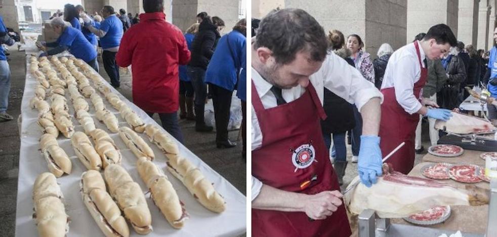 Divertea logra 3.000 euros para niños autistas, con bocadillos de jamón en Cáceres