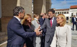 El ministro de Justicia impone varias condecoraciones en Cáceres