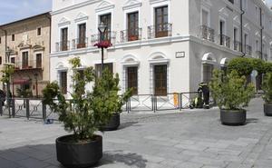Comienza la instalación de un vallado en el contorno de la Plaza de España de Mérida