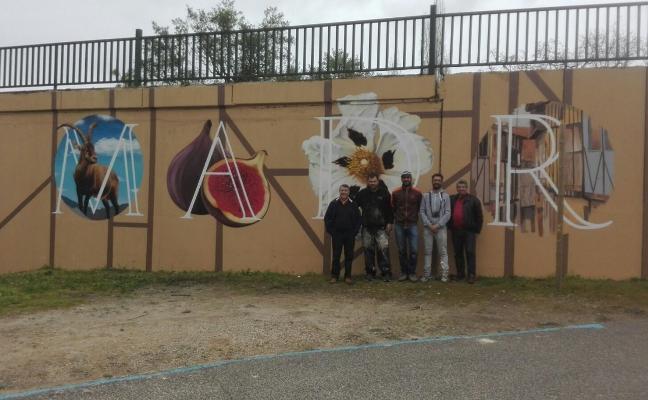 Crean un mural artístico en el entorno de Alardos