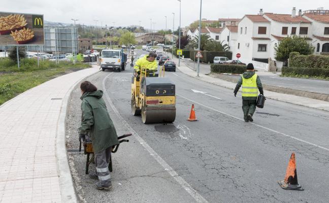 La lluvia arruina la campaña de bacheo de calles en Plasencia, que tendrá que empezar de nuevo