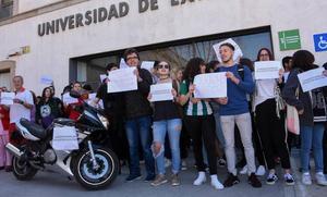 Los alumnos de Comunicación quieren aparcar en la Facultad