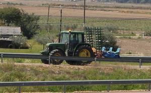 La Asociación de Agricultores de Don Benito y el Sexpe establecen un sistema para mejorar la contratación