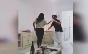 Bustamante disfruta de su soltería a ritmo de salsa