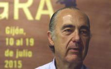 Luis Alberto de Cuenca imparte en Cáceres una conferencia sobre las bibliotecas y el mundo clásico