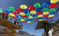 Los paraguas vuelven a la Plaza Mayor de Malpartida de Cáceres