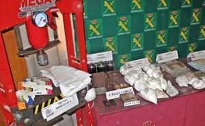 Incautan 6,3 kilos de cocaína y desmantelan un laboratorio de droga en Campanario