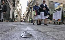 La Cofradía de la Montaña retira las imágenes de la patrona del pavimento de Cáceres
