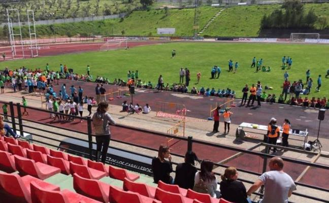 700 escolares participan en la III Convivencia deportiva en Jerez