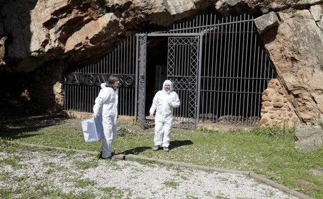 Profesores de la UEx miden el nivel de radón en la cueva