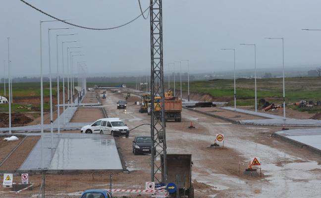 La plataforma logística ya tiene calles, farolas y conducciones de agua y luz