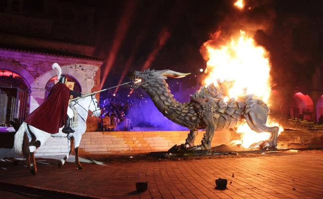 Cáceres revive su leyenda de fuego