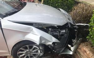Herido un conductor ebrio tras empotrarse contra unas jardineras en Almendralejo