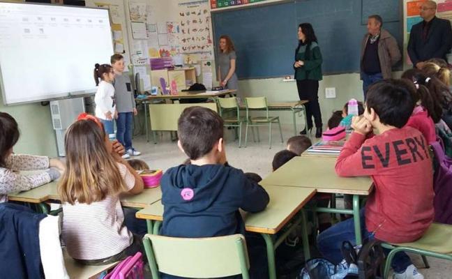 La consejera visita el nuevo comedor escolar de Jarandilla de la Vera