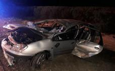 Dos fallecidos y tres heridos tras una salida de vía en la A-66 cerca de Plasencia
