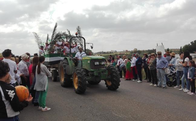 Medio centenar de carrozas acompañarán hoy a San Marcos en Almendralejo