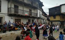 Guitarvera llena las calles de folklore