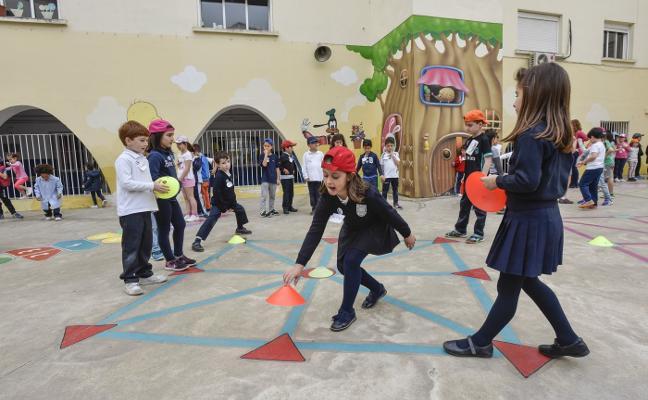 Los juegos clásicos revolucionan el patio del Arias Montano en Badajoz