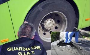 Denuncian al conductor de un autobús por viajar de Olivenza a Valencia de Alcántara con las ruedas en mal estado