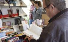Continúa en el Paseo de Cánovas la XIX Feria del Libro de Cáceres