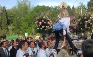La Virgen de la Montaña recibe el bastón de mando de Cáceres