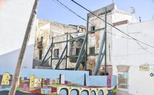 Cs denuncia un derrumbe en el edificio apuntalado de la calle Norte de Badajoz