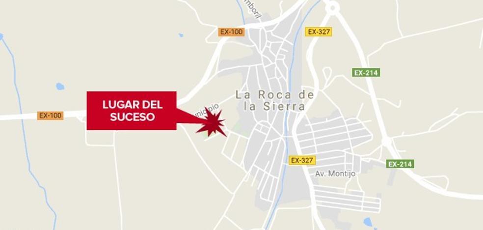 Un motorista en estado grave al chocar contra una pared en La Roca de la Sierra