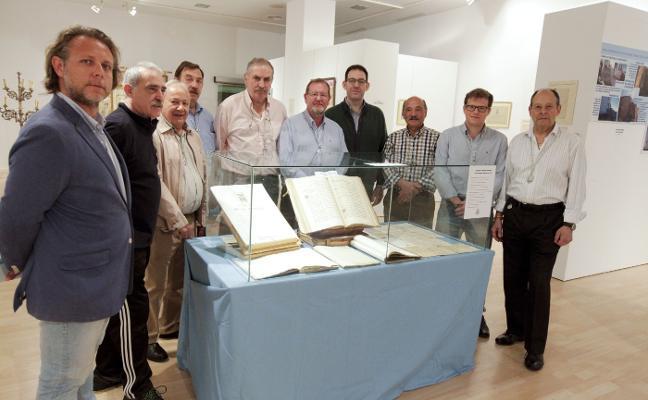 La cofradía muestra su historia y la del Santuario en una exposición