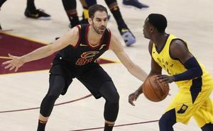 LeBron James salva a los Cavaliers y los deja a un triunfo de semifinales