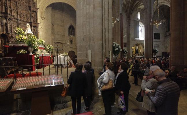 La patrona de Cáceres llena Santa María, que hoy vivirá una de sus principales jornadas